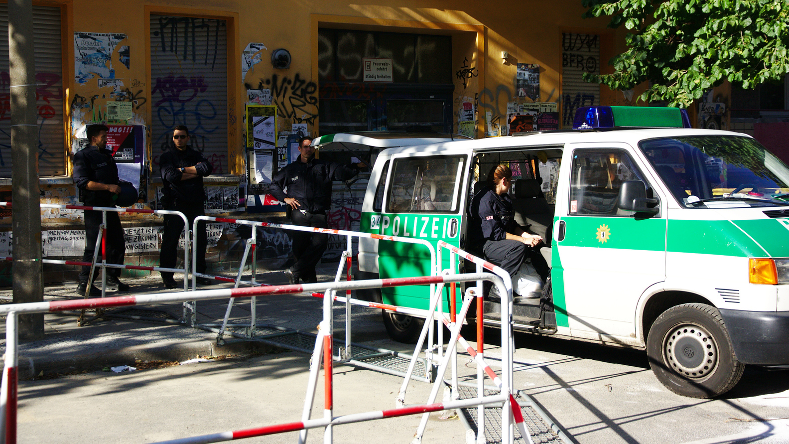 Die rechte Flanke der Polizeiabsperrung