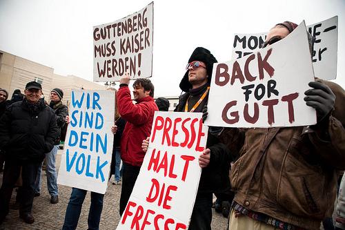 Die offizielle Pro Guttenberg Demo in Berlin kurz nach seinem Rücktritt