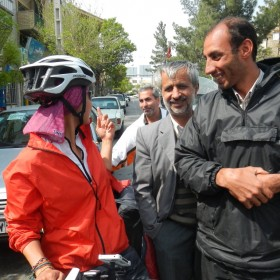 Radtourerin Min im Iran