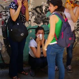 Reizgasopfer in einer Seitenstraße der Istiklal