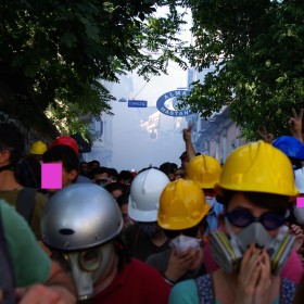 Reizgaseinsatz gegen Demonstranten beim deutschen Krankenhaus