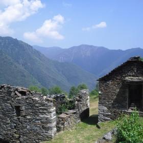 Steinhäuser im Val Grande Nationalpark